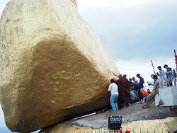 Alla Roccia d'oro in Birmania.