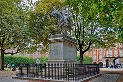 Statue de Louis XIII