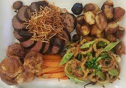 Roast beef platter, roast veggies, Yorkshire puddings, family friendly, children friendly
