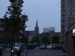moderne bebouwing rond Abdijkerk Loosduinen