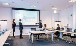 salle de séminaire de 70m², pouvant accueillir vos réunions, formations, team buildings. Devis sur demande
