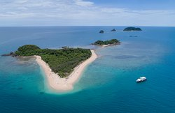 Frankland Islands Cruise and Dive