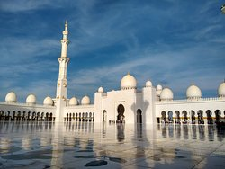Have no words to explain this amazing place.. Mosque interior so beautiful .. ..A must-go when you visit abu dhabi...