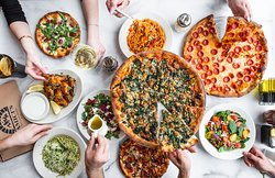 Pizza party, anyone?   www.amicis.com/catering