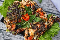 Crab with Pepper sauce is also a recommendation for who love the spice of Vietnam, it's a difference spice and hot than anyother spices