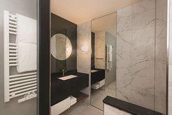adina apartment hotel nuremburg studio bathroom