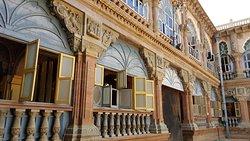 des cours intérieurs et des façades magnifiques