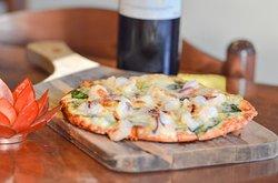 Beautiful Portuguës Pizza and Garlic Pizza... OMG... So tasty and delicious