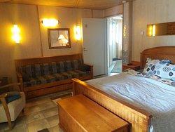 Kodikas majoitus varattavissa myös Booking.comin kautta. ¤ erilaista huonetta.