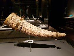 un fodero di coltello ricavato da un corno