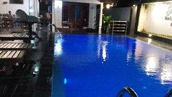 Agradable piscina
