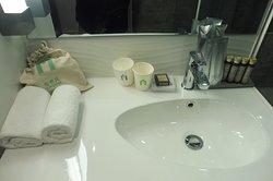 Amentities in bathroom