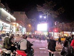 瑞豐夜市の交差点近くにはアディ出すのお店が辺りでした