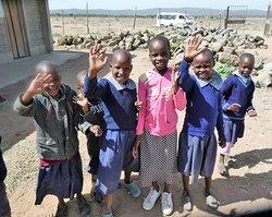 skolebesøg sammen med masai guiderne