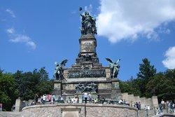 尼德瓦尔德纪念碑