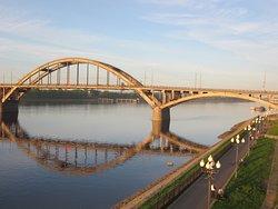 Набережная у моста