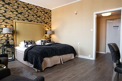 Guest Room with Two Twin Beds Deluxe