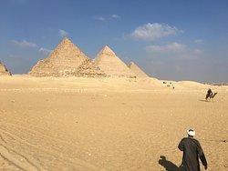 Ritt auf dem Kamel um die Pyramiden
