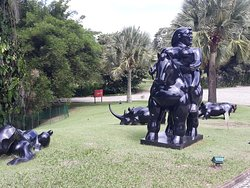Os jardins tem obras diferenciadas também.