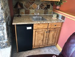 """The ice maker """"amenity"""" only it never worked and management company said """"owner doesn't wish to repair."""" Does owner wish to offer discount for missing/broken items that don't match unit's advertising?"""