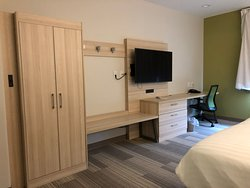 Comfortable. Clean. New renovation. Easy on and off I-10.