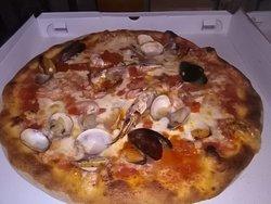 La pizza più buona che io abbia mai mangiato 😍🎉