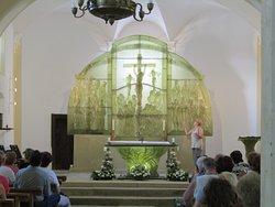 Skleněný oltář - kostel sv.Vintíře