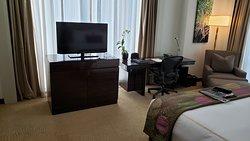 Fairmont Makati - One King Bed Corner Suite