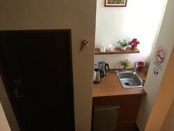 台東縣池上鄉花現池上民宿樓梯間可以煮水跟公用冰箱