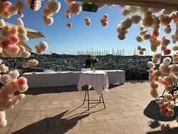 Réservez notre chapiteau et les services de notre personnel compétent pour vos réceptions, mariages, banquets et soirées !