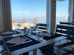 Un bon déjeuner face à la mer !
