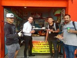 Tacos de Barbacoa La Wera, Frente al Parque Revolución y 2 cuadras del Templo Expiatorio, Teléfono+52.33.38015252