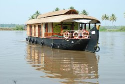 Experience the backwaters in a traditional way with ethnic food & flavors  of kerala