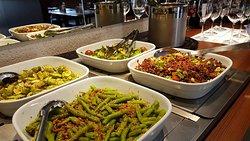 Venha almoçar ou jantar conosco!! Estamos esperando por você com alimentos 100% orgânicos, livres de aditivos e conservantes 😉 ________🌱 Temos um grand buffet especial de almoço seg a sex 11h30 ás 15h, sab, dom, e feriados 12h ás 16h. Sextas e Sábados temos um grand buffet especial de jantar a partir das 19hs 😉