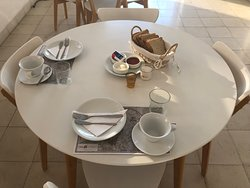 Breakfast gedeckter Tisch, mehr Auswahl gab es nicht