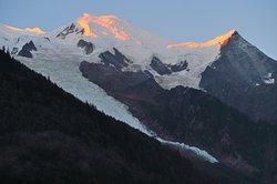 モルゲンロートのモンブランとボッソン氷河