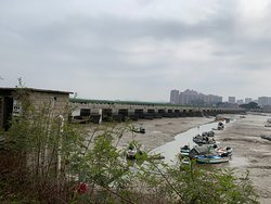 Luoyang Bridge