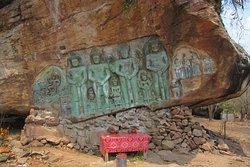 プノン・クーレンの麓にある岩に掘られたヒンズー教の神々の彫刻。
