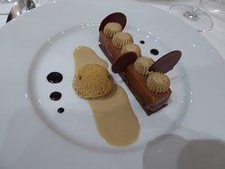 Dessert :Croustillant praliné Gianduja, chantilly et glace au café