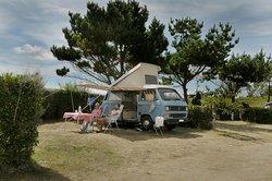 Le Camping des Dunes vous invite à installer votre tente, votre caravane ou votre camping-car sur ses emplacements camping spacieux et délimités par des haies vives.