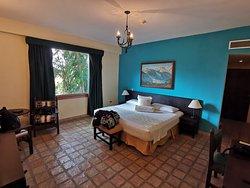Confortable hotel en medio de un parque exótico