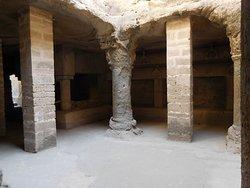 ウパルコート砦内のブッディストケイブです。 岩をくりぬいた地下の部屋でむかし仏教徒たちが修行をしていたようです。