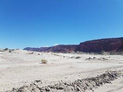 Erosion dans un paysage désertique. De toutes les couleurs