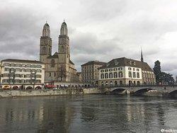 Il Duomo di Zurigo e la Wasserkirche.
