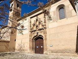 Entrada al Monasterio de Santa Isabel la Real