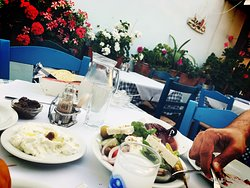 To try greek food this is a good place, you have to be hurry before the dinner time to find a place to sit!