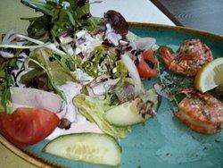 Oktopus und Salat mit Scampi