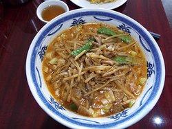 今日頂いたランチメニューのタンタン麺。