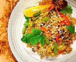 Японский пикантный рис (тяхан) с овощами