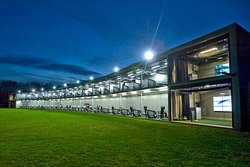 Silvermere has firmly established itself as one of the leading and most innovative practice facilities in the South East with its 52 bays, 2 tiered driving range